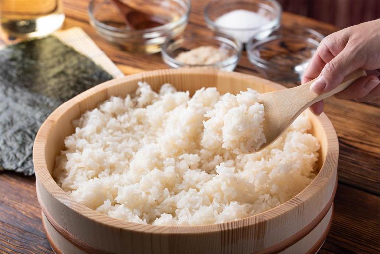 すし飯がずっとしっとり でんぷんの老化を防ぐ砂糖の力